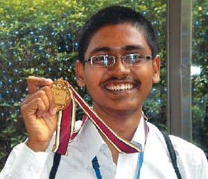 Vipul Singh - IIT-JEE 2010 & AIEEE Topper