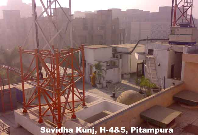 a cell phone tower located on top of a house in new delhi