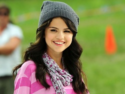 selena winter fashion 1280x960