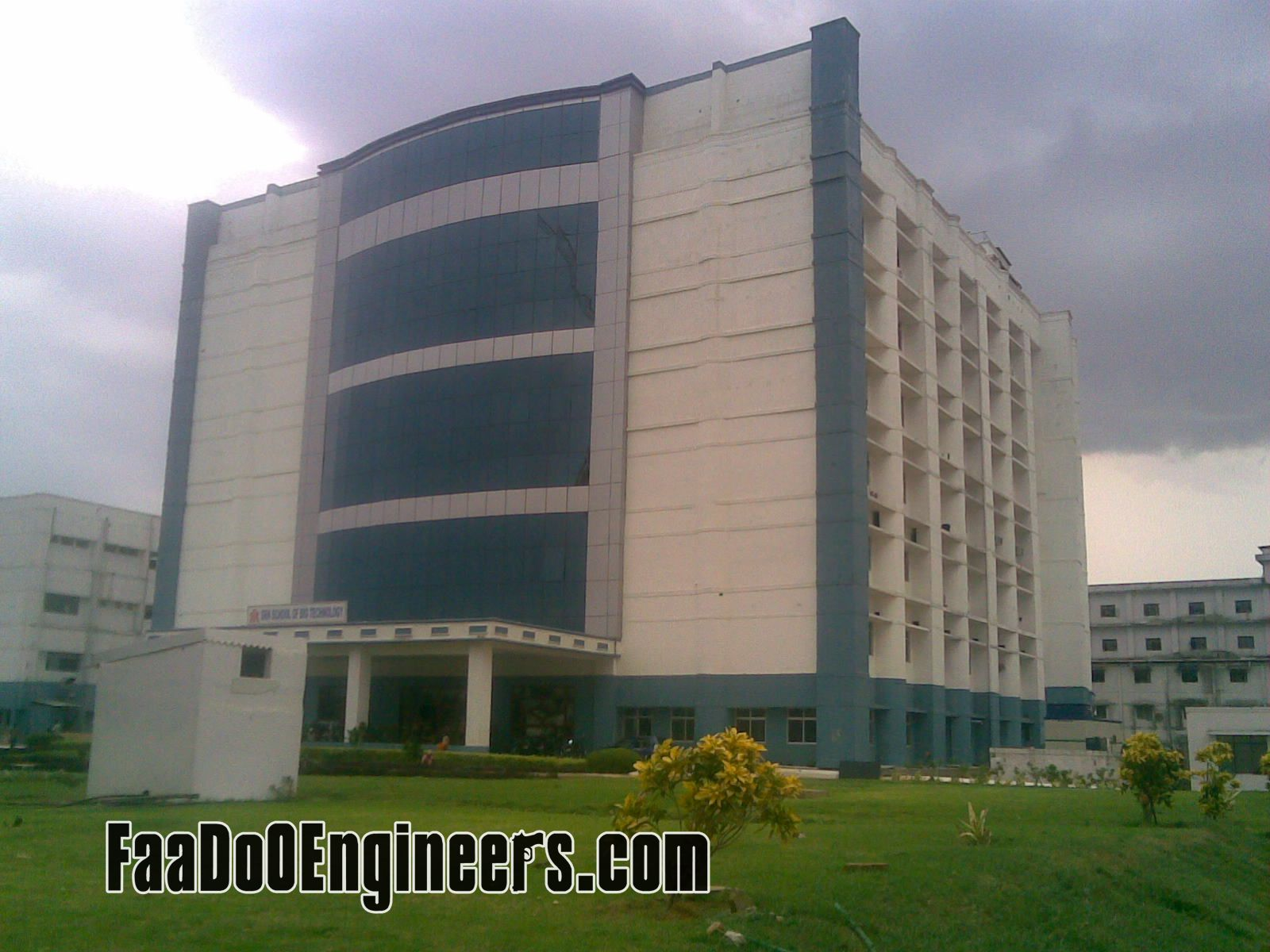 s-r-m-institute-of-science-and-technology-chennai-campus-photos001